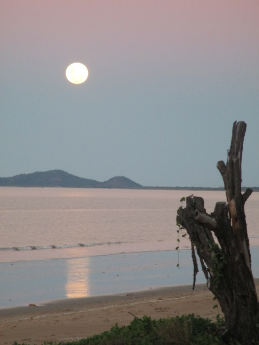 Full moon rising over Maggie at Saunders Beach